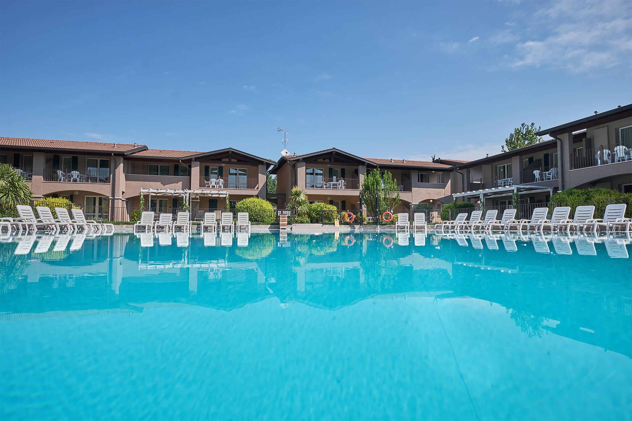 Divertiti nelle nostre piscine | Have a blast in our swimming pools